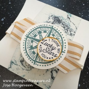 Een andere opening square pillow box